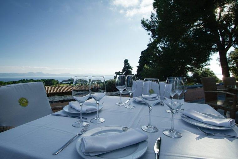 Alcanada restaurant and sea