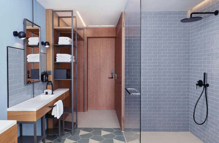Caddy Rooms King Room bathroom