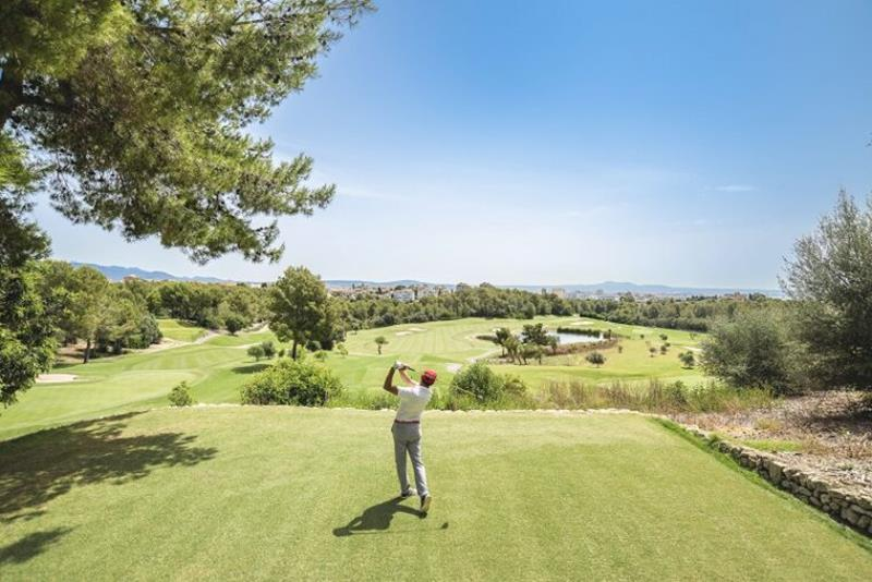 Golf Son Muntaner Golfer on the tee at Arabella Golf Mallorca