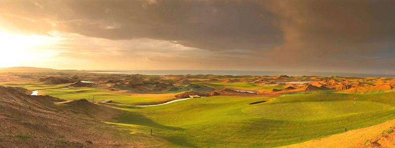 Dumbarnie Links green on right with hills