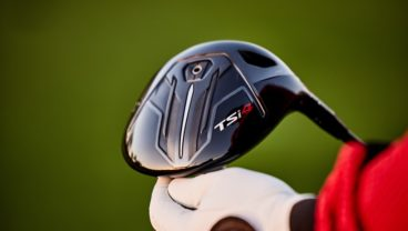Titleist TSi4 driver in playeyrs hand lifestyle