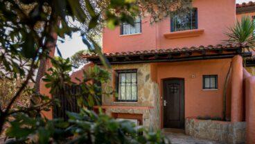 self-contained accommodation offer Quinta da Marinha villa